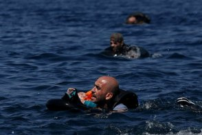 Alkis Konstantinidis: Vluchteling met baby