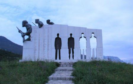 monument_distomo