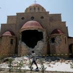 De deels ingestorte Agios Nikolaos-kerk