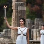 Actrice Katerina Lehou is de 'hogepriesteres'