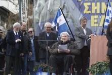 Mikis Theodorakis sprak de menigte toe