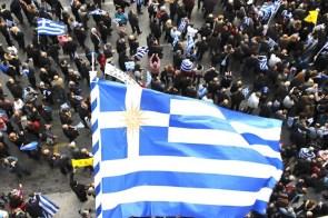 Een Griekse vlag met de zon van Vergina