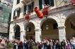 In de oude stad van Corfu worden op Grote Zaterdag om klokslag 11.00 uur roodgeverfde aardewerken vazen (botides) met water vanaf de balkons naar beneden gegooid. Dit ritueel stamt nog uit de Venetiaanse tijd.