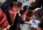Op Patmos vindt op Witte Donderdag een reconstructie van het laatste avondmaal plaats op het plein van Chora. De abt van het klooster van Johannes wast de voeten van twaalf geestelijken die de rol van de discipelen spelen.