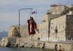 Op verschillende plaatsen in Griekenland wordt een Judas-pop opgehangen en verbrand.