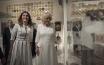 De hertogin van Cornwall (r.) in het Benaki Museum met Betty Batziana, de partner van premier Tsipras