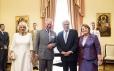 Het Britse paar wordt ontvangen door president Pavlopoulos en zijn vrouw