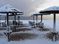 Sneeuw op het strand van Artemida, ten oosten van Athene