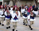 Carnaval in Naousa: Carnaval in Naousa: De traditie van de Yianitsari en Boules stamt uit de tijd van de Ottomaanse bezetting.