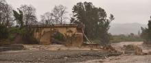 De brug na de hevige regenval