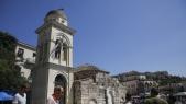 De klokkentoren van de Pantanassa-kerk aan het Monastiraki-plein raakte beschadigd