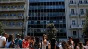 Mensen vluchtten hun kantoorpand uit en verzamelden zich op straat. Het mobiele telefoonnetwerk was enige tijd overbelast