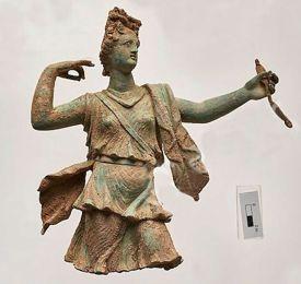 Het bronzen beeldje van Artemis