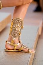 Het schoeisel van de modellen was ook geheel in stijl