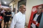 Oud-minister Yanis Varoufakis haalt met zijn nieuwe partij Mera25 waarschijnlijk 9 zetels