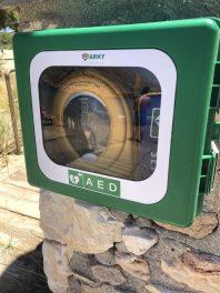 De AED bij het strand van Galissas