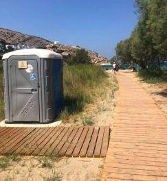 Het strand heeft ook voorzieningen voor mensen met een handicap