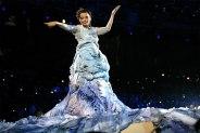 De jurk van Björk tijdens de openingsceremonie van de Spelen van Athene (2004)