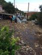 Straten op de twee Ionische eilanden veranderden door zware regenval in modderstromen