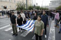 De Griekse vlag van de opstand wordt ieder jaar meegedragen