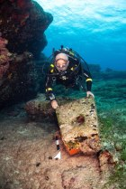Het stenen piramide-anker van een laat-klassiek scheepswrak