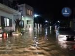 De straten van Lardos staan vol water